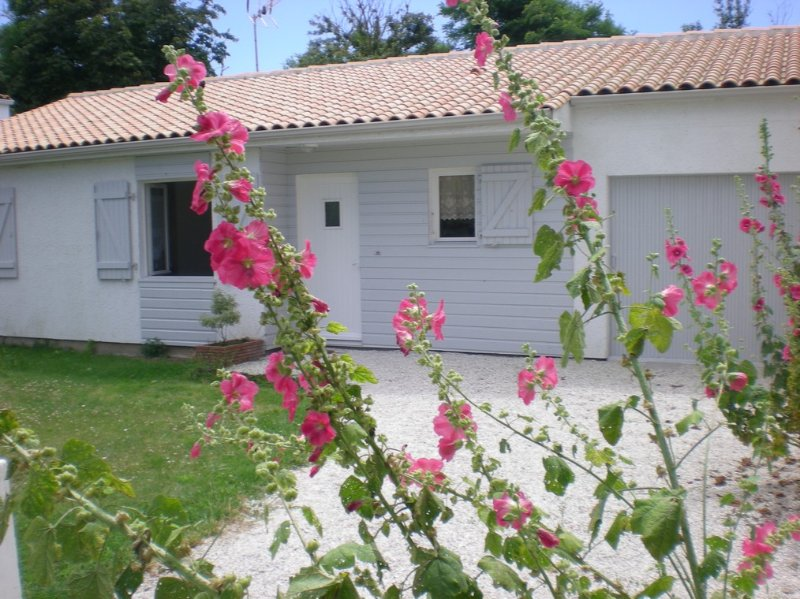 LA ROCHELLE MAISON PROCHE MER pour 8 personnes dont 5 adultes maximum, holiday rental in Puilboreau