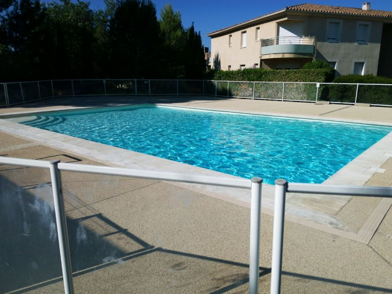 Pool for residents Appart.climatisé comfort position, (fresh air to the ceiling), and WiFi.