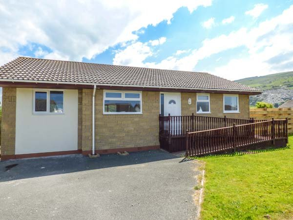 SEALYONS, short walk to beach, enclosed garden, all ground floor, Fairbourne, vacation rental in Fairbourne