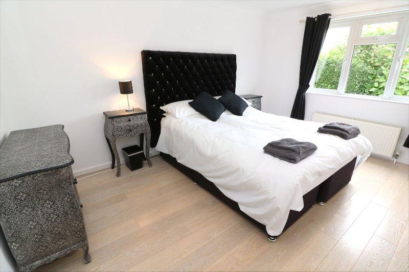 Croyde Holiday Cottages Dunes Black Bedroom