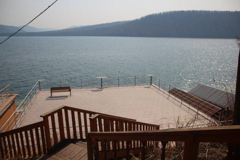 My RiverSide is a entire Villa with unique gesign, location de vacances à Irkutsk Oblast
