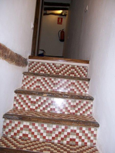 escalera acceso salón cocina y baño 1