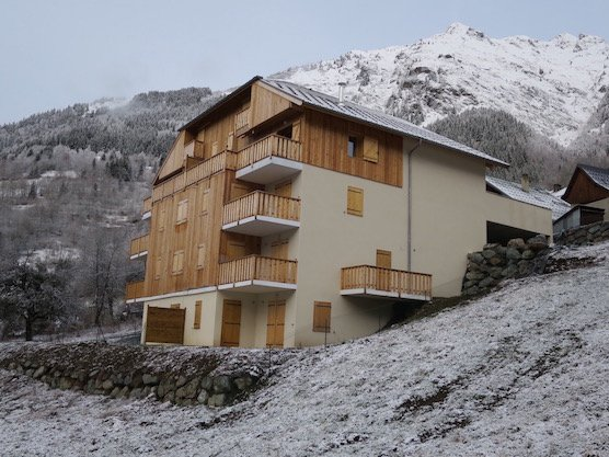 Chalet Noisette building in the snow