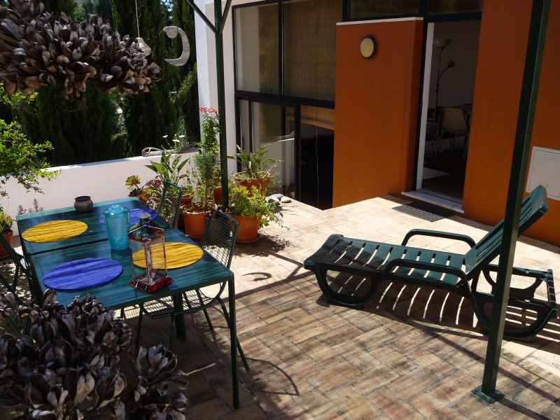 Patio full of Stars. Ideal for 4 people., holiday rental in Espiche