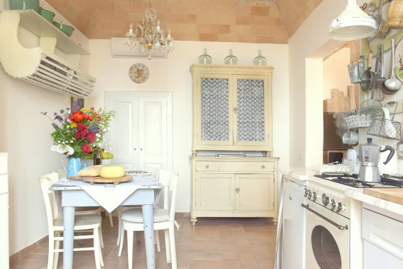Sala Da Pranzo Shabby Chic : Updated spello house patio shabby chic charming suite