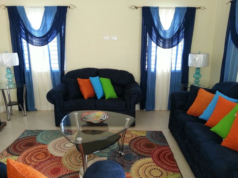 Sunny Escape Villa :Close to Beaches and Restaurants, vacation rental in Ocho Rios