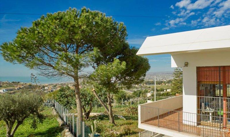 Villa a 700 metri dal mare, aluguéis de temporada em Cava d'Aliga