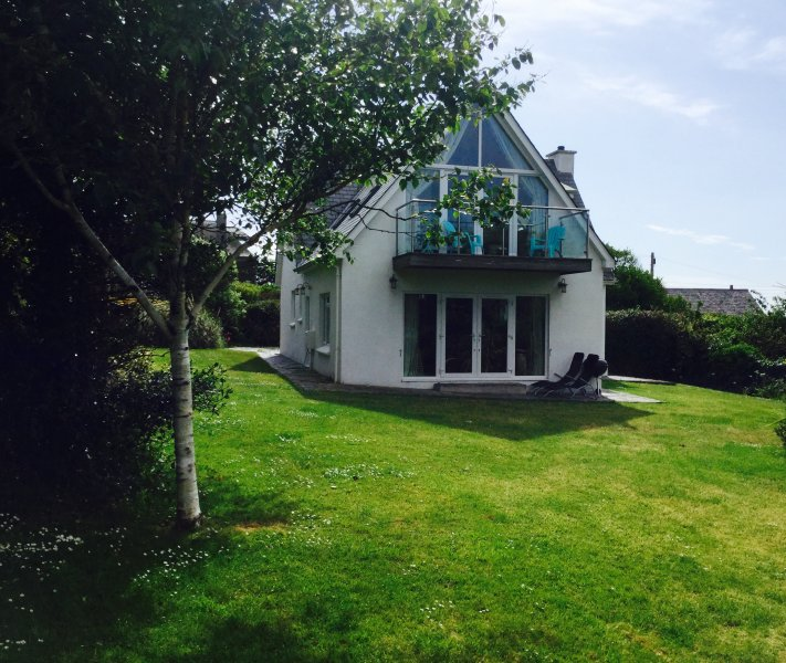 DOLPHINS BARN, TREVONE - SLEEPS 8, location de vacances à Padstow
