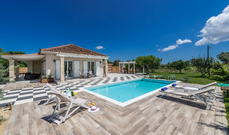 Villa Vigneto - private villa with pool & Jacuzzi., holiday rental in Kalpaki