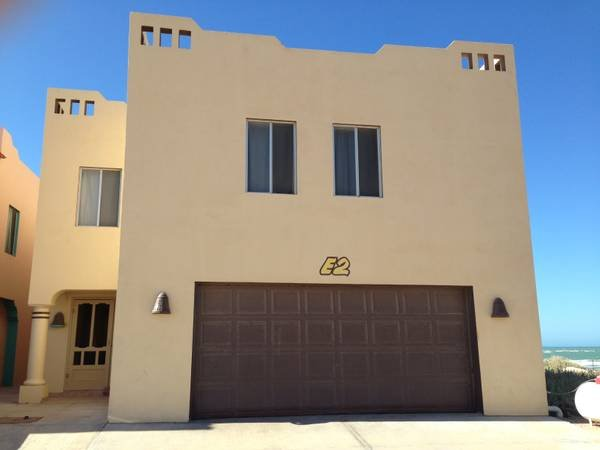 Large 8 bdrm., 6 bath home right on the beach!  Great for large groups, family reunions, etc.  FUN!
