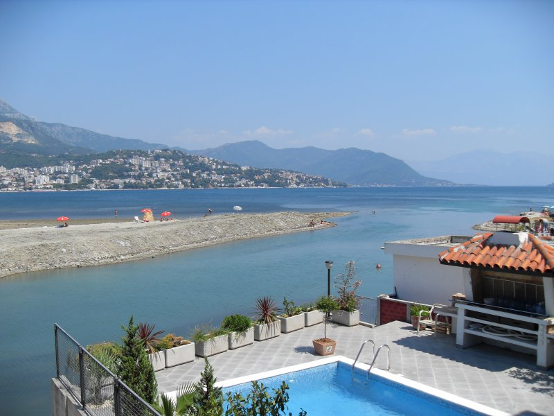 Apartments Sutorina 'Herceg Novi', alquiler vacacional en Njivice