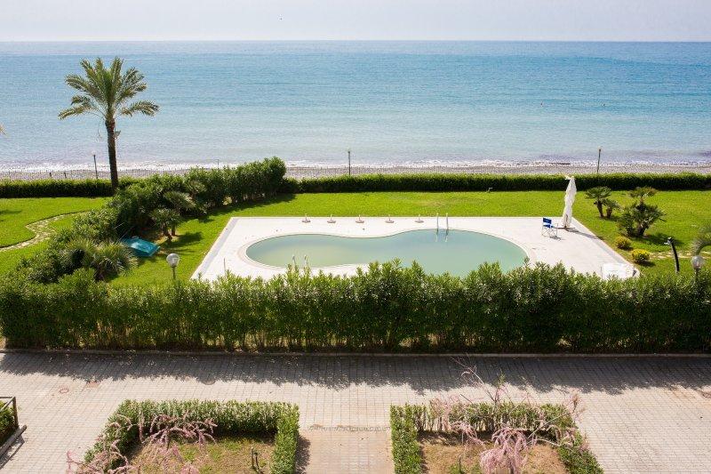 Residence direttamente sul mare, bilocale, 11a, vacation rental in Scario