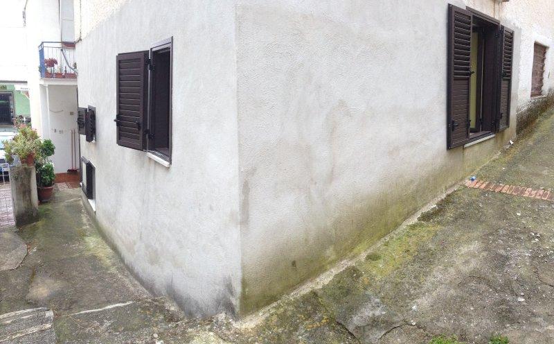 Visuale casa dietro e laterale