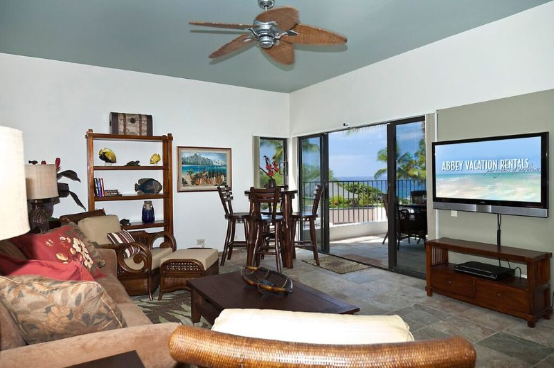 Royal Sea Cliff #314 - Living room with TV
