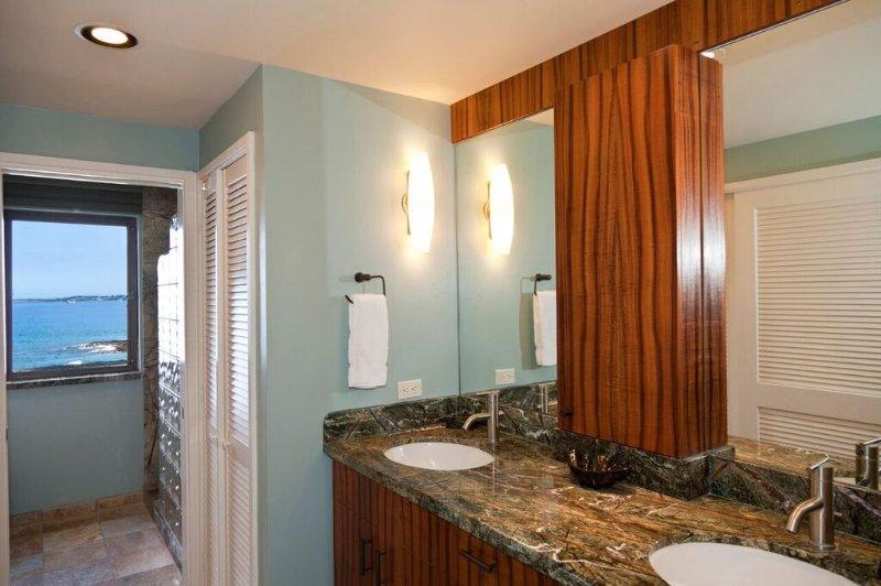 Royal Sea Cliff #314 - Master bathroom