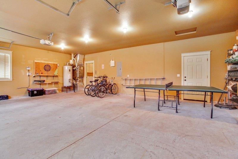 Floor,Flooring,Reception Room,Room,Banister