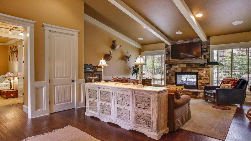Couch,Furniture,Floor,Flooring,Hardwood