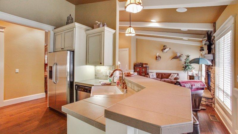 Dining Room,Indoors,Room,Molding,Sink