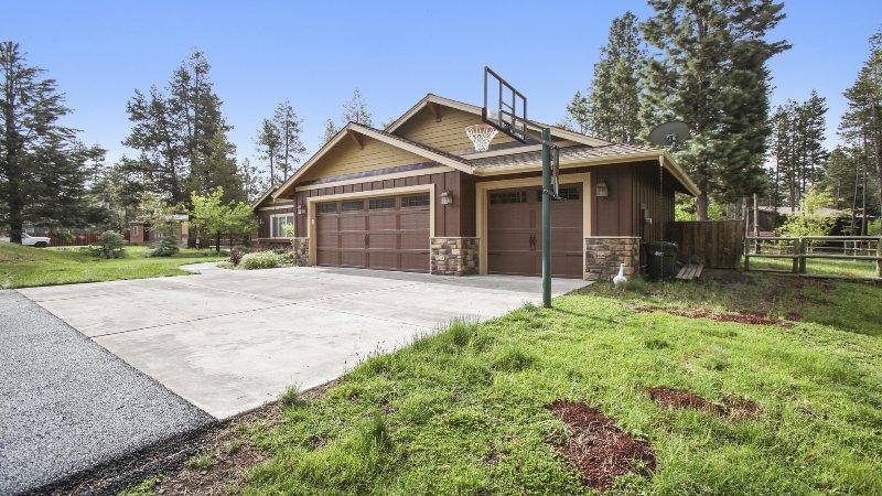 Yard,Building,Cottage,Villa,Flagstone