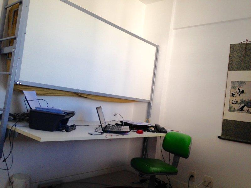 Quarto Reversivel durante o dia escritorio