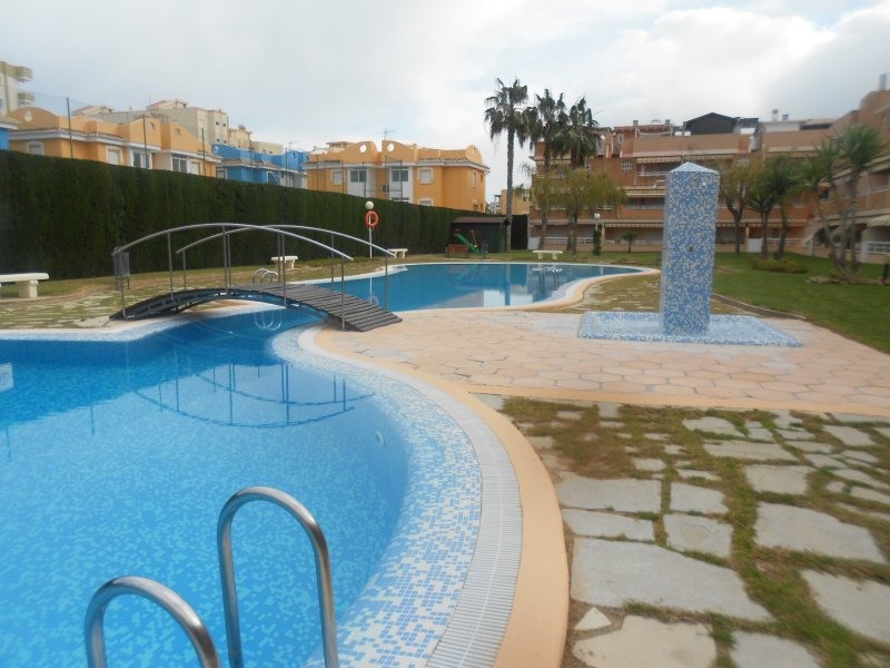 PLANTA BAJA FRENTE PISCINA  CERCA DE LA PLAYA  ref a245, vacation rental in Xeraco
