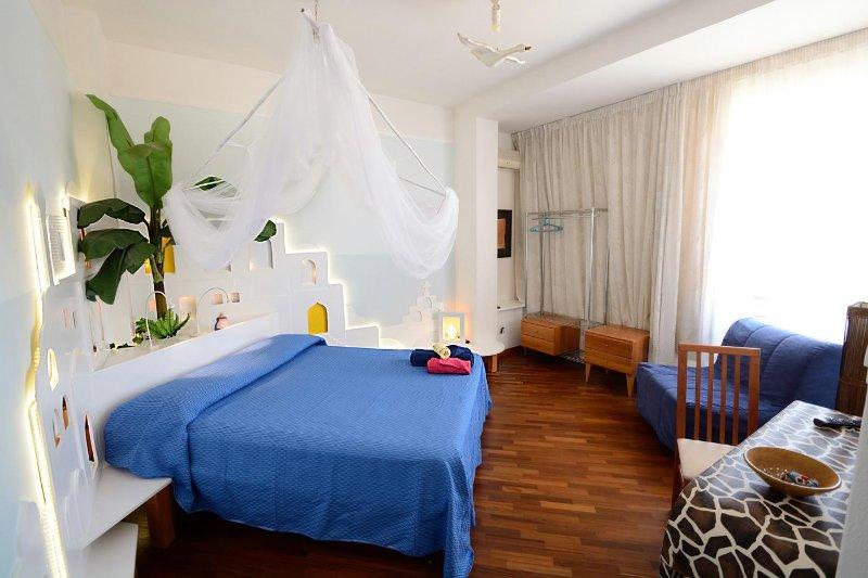 la suite della LUNA, 20mq.,ampia, luminosa, romantica, esotica, con bagno,aria cond, tv, cassaforte,