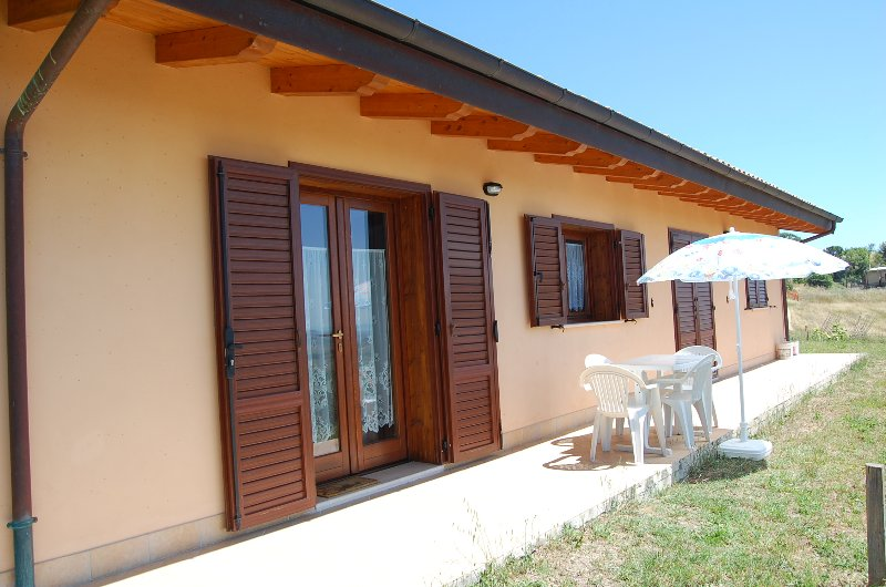 House in beautiful, sunny location. Outside the south side. A few minutes from the sea.