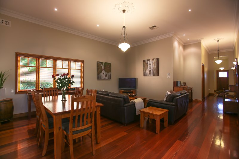 Centro Perth Short Stay, vacation rental in Greater Perth