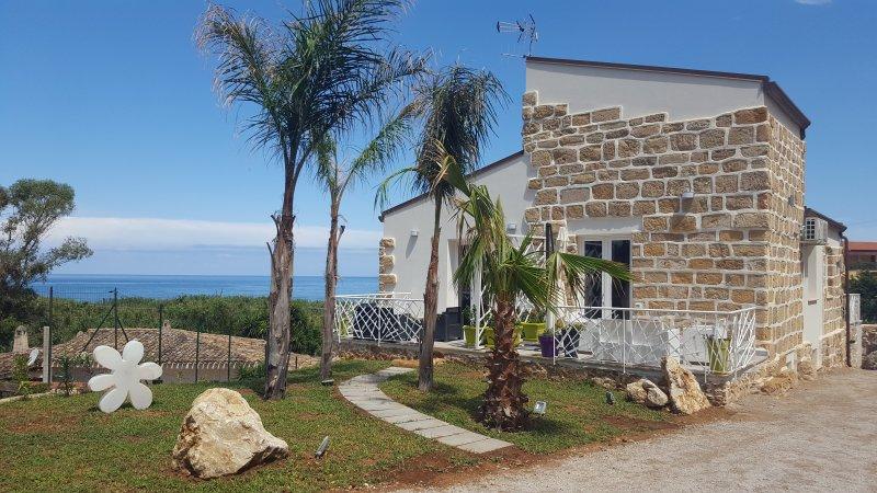 MARESOL appartamento in Villa a 100 dalla spiaggia 4 pers, holiday rental in Trappeto