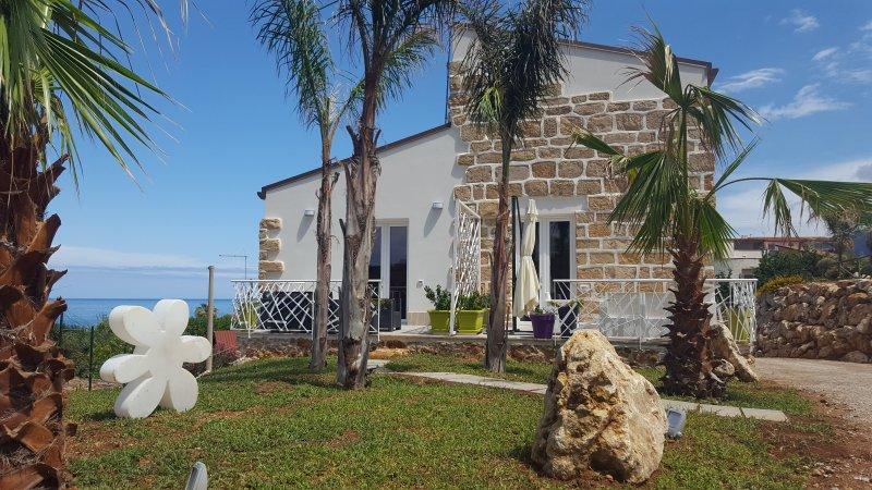 MARESOL appartamento in Villa a 100 dalla spiaggia 6 pers, holiday rental in Trappeto