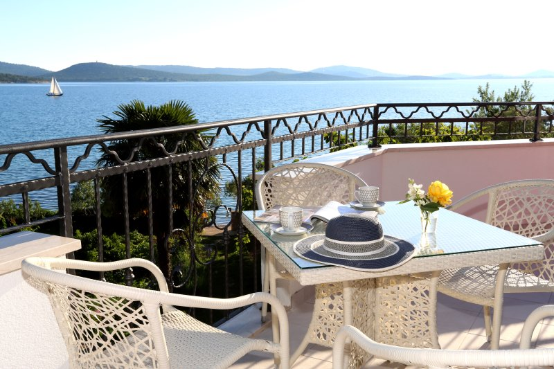 Apartments Villa La Mirage - Bugenvilia, vacation rental in Pirovac