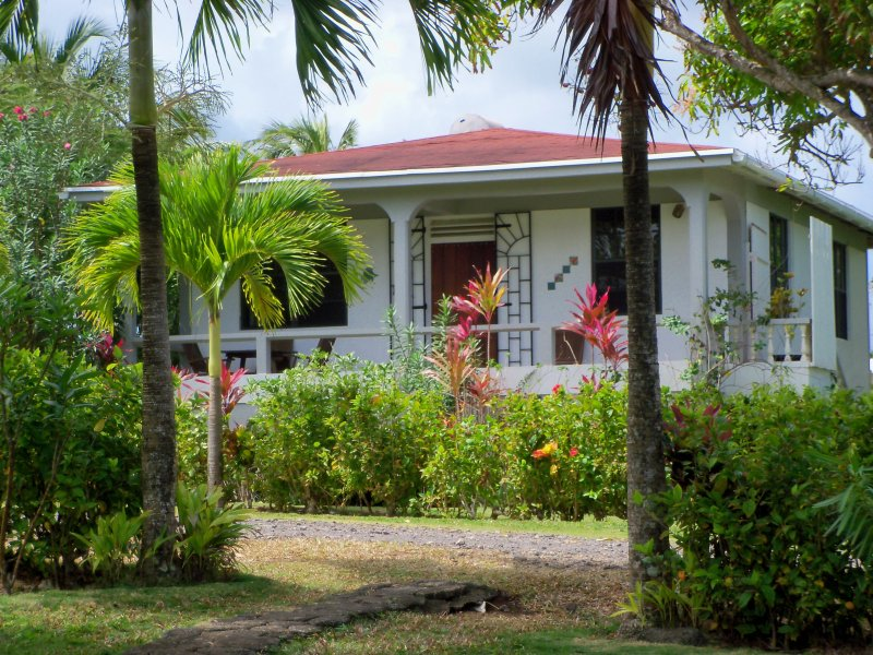 Sea Cliff Cottages # 2, two bedroom,, alquiler vacacional en Saint Andrew Parish