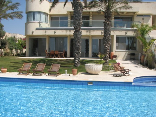 Seafront Villa Caesarea, vacation rental in Hof Carmel