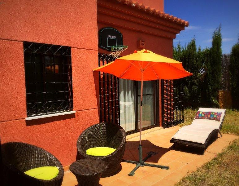 Intimo jardín con solarium