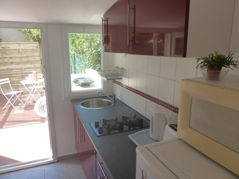 Joli T1, entrée/jardin privé, 5mn CHU/facs/trams, holiday rental in Montferrier Sur Lez