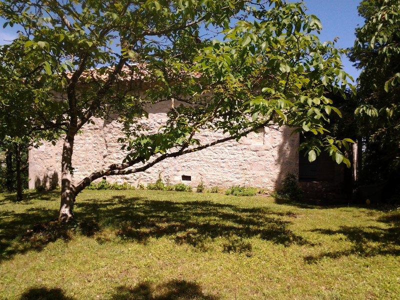 maison de tradition sur colline. beau panorama, Ferienwohnung in Saint-Daunes