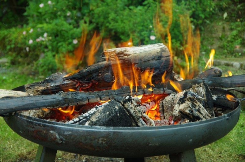 Feuerschale im Garten