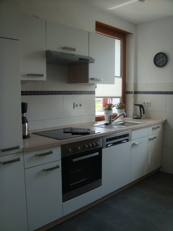 Große Küche, mit allem was man zum Kochen braucht eingerichtet.