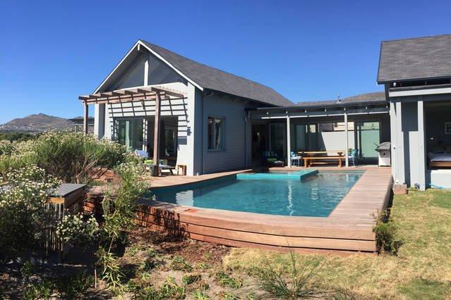 Lake House Cape Town in security estate, location de vacances à Sun Valley