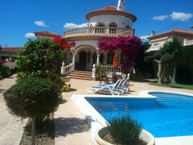 Beautiful Villa with Private Pool, vacation rental in Miami Platja