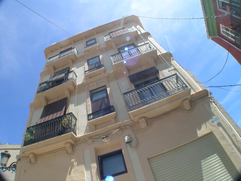 Imposing historic Valenciano C.19 building just undergone extensive external & communal parts