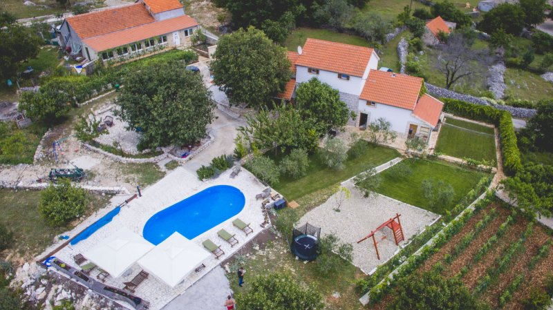 Heritage Villa Heaven for 14, heated pool n. Split – semesterbostad i Prgomet