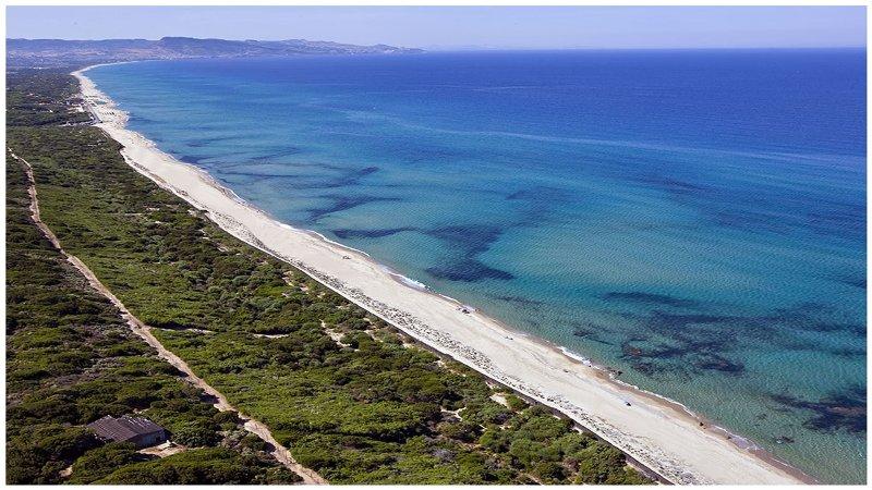 Residence 'Orchidea' con piscina sul mare a Badesi, vacation rental in Badesi