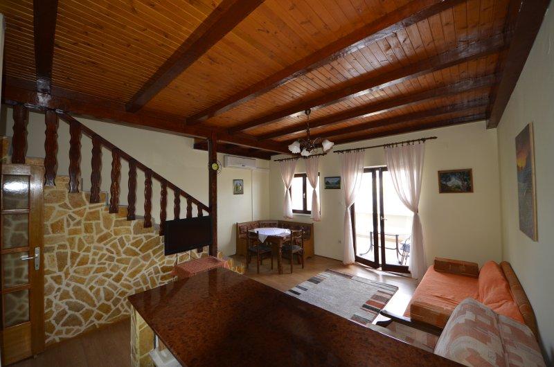 Sea view apartment with balcony, alquiler de vacaciones en Pag