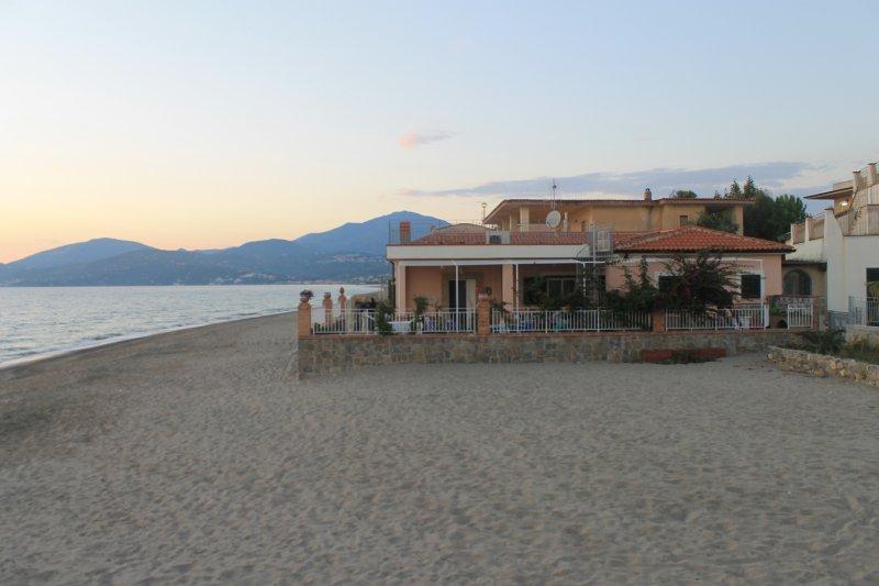 Villa sul mare, di fronte al Parco Archeologico di Velia - Ascea.