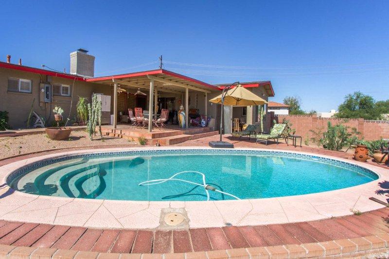 Ven visita, tomar un baño en la piscina, disfrutar de nuestro maravilloso sol y barbacoa en el porche