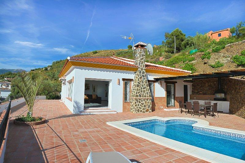 Villa Aurora con piscina privada para 6 personas, vacation rental in Competa