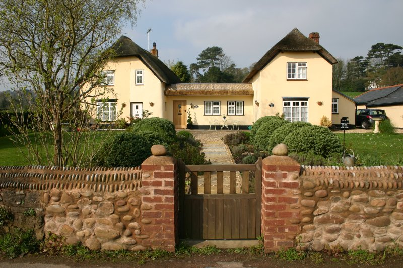 Badgers Den Holiday cottage, vacation rental in Woodbury Salterton