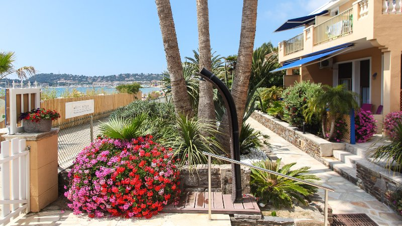 the exotic garden by the sea