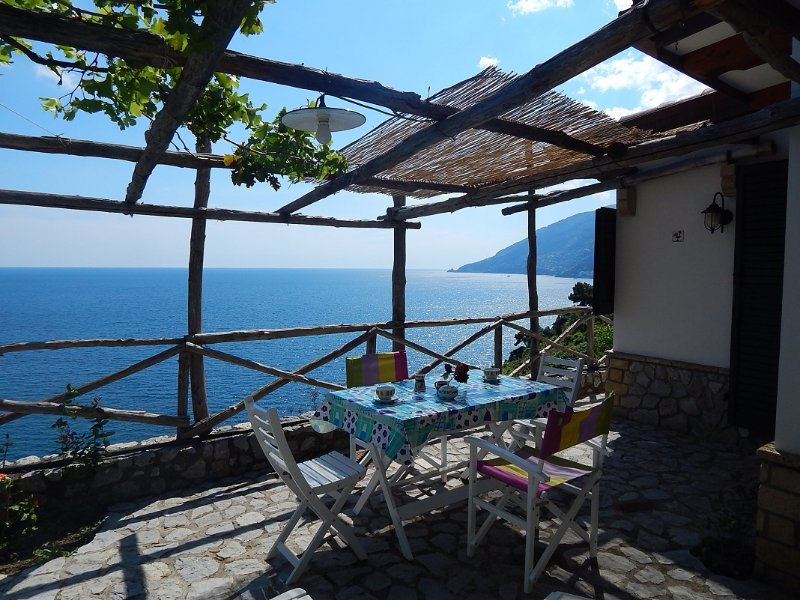 Panoramic Cottage in Maiori very near Amalfi, vacation rental in Maiori